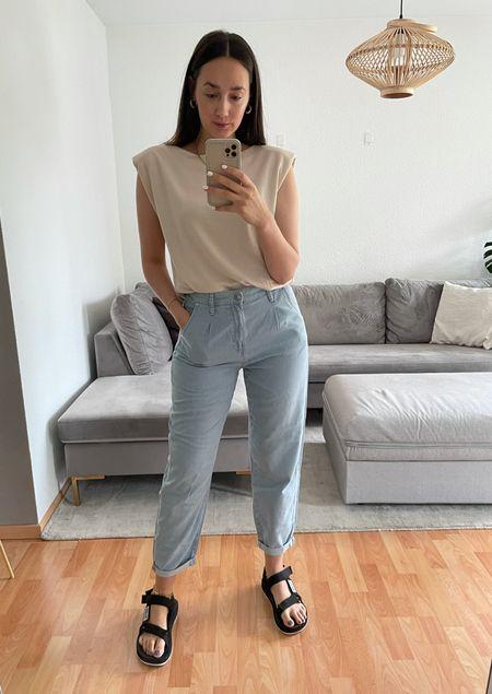 Casual Jeans Look with Shoulder Pad Shirt 🤍   #LTKstyletip #LTKfit #LTKeurope
