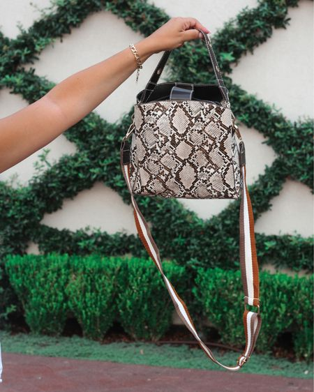 On the blog: Amazon handbags under $40 for every occasion🙌🏼 head to ashleylarea.com to read more! This is my favorite little Amazon find and the snake skin is getting me excited for fall 💛 http://liketk.it/2SYTb #liketkit @liketoknow.it #LTKsalealert #LTKitbag #LTKunder50