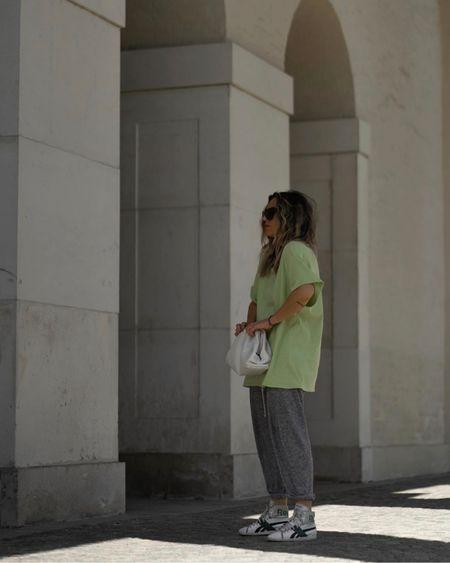 http://liketk.it/2RmIR #liketkit @liketoknow.it Casual Look, Oversize Look, Jogging pants