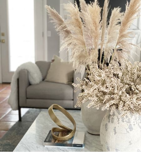 Totally inspired by what I saw this weekend, I decided to add blooms and vases to my fall home decor. I have loved playing with these colors and textures. So pretty😍  Get the look...   #StayHomeWithLTK #LTKhome #rStheCon