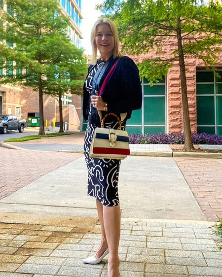 Red white blue bag for the #4th plus my favorite #workdress that I have 6 patterns! Shop this #workwear👉 http://liketk.it/3iUdK or Shop your screenshot of this pic with the LIKEtoKNOW.it shopping app @liketoknow.it #liketkit #july4thbag #july4thbag #officestyle #workstyle