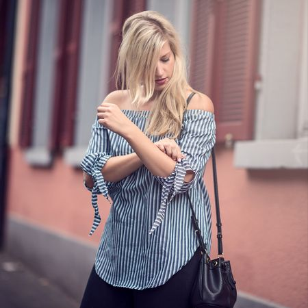My boyfriend sure has a very strong opinion on this little black bucket-bag! Read more about his opinion, how I react to it and see more photos in today's blogpost. Direct link in my profile 😊 . . .  #liketkit #outfit #newpost #fashionblogger #offshoulder #stripes #germanblogger #style #photography #blonde #heidelberg #fashion #streetstyle #bucketbag @liketoknow.it  http://liketk.it/2pdma