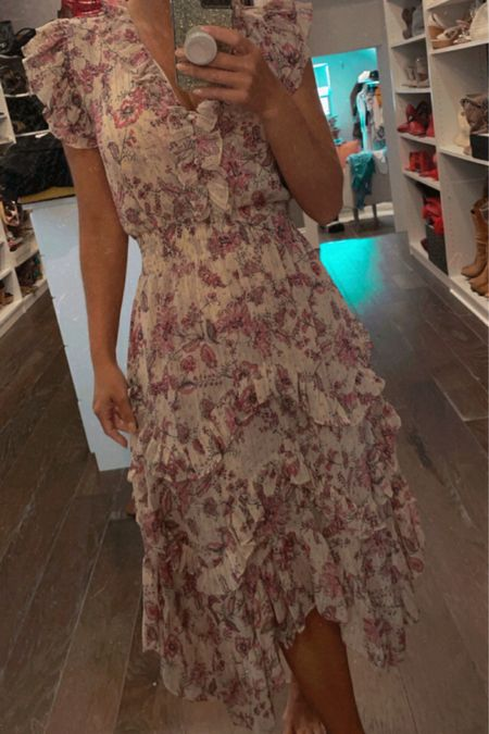 Summer Floral Dress Obsessed #summerflorals #ltksummer #summer http://liketk.it/3hnNI #liketkit @liketoknow.it #LTKDay #LTKstyletip #LTKsalealert Shop your screenshot of this pic with the LIKEtoKNOW.it shopping app dresses