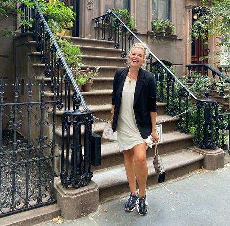 NYC #streetstyle  🚕👠🛍☕️ Carrie Bradshaw apartment.. . .   #LTKtravel #LTKunder100 #LTKstyletip