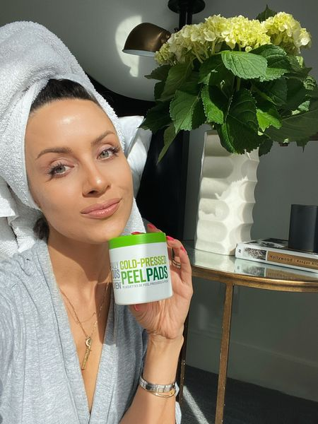 If you're into clean beauty these @naturallyserious cold pressed peel pads are for you! 🙌🏼 They gently exfoliate, soothe and hydrate your skin and are particularly good  if you have sensitive skin like me. I linked them here along with their power serum I've been using together that gives your skin that radiant looking healthy glow. @sephora #sephora #ad @liketoknow.it #liketkit http://liketk.it/3h1eo #LTKunder50 #LTKbeauty