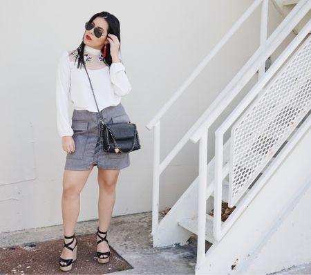 NEW POST: Trying out two of the latest trends! Embroidered and Lace-up skirt 😍 Which one is your favorite trend that is currently in? 🤔Remember you can now screenshot and receive all details in the new @liketoknow.it  app - Make sure to download it. http://liketk.it/2qITl #liketkit  ----------- NUEVO POST: Probando las dos más frequente tendencias. Parches bordardos y las faldas con cordones adelante. Cuál es tu tendencia favorita que ahora está de moda? 🤔 Recuerda que ahora puedes tomarle una foto a esta foto y recibir todos los detalles de este vestuario en la aplicación de @liketoknow.it 💕