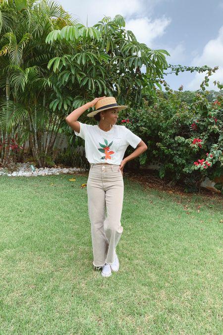 Travel outfit, graphic T-shirt http://liketk.it/3i409 #liketkit @liketoknow.it #LTKunder50 #LTKtravel #LTKstyletip