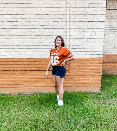 College football is back!! 🤘🏼🏈 One of my favorite things about Fall!  Yesterday we watched UT play their first game of the season at an awesome bar with beer and BBQ 🍗🍻 It just doesn't get better than that 🙌🏼  What is your favorite team?? 👇🏼  #LTKstyletip #LTKSeasonal #LTKbacktoschool