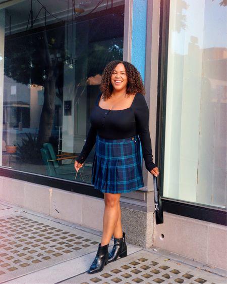 Pleats please 🙋🏾♀️  Yeah I got another pleated skirt! 12 year old private school me 👧🏾 would be perplexed 🤔 by this choice. I would tell her that I'm wearing it because I want to 😁!   This skirt is from @targetstyle in an xxl. This is another item to scoop up early for Fall 🍁 & Winter ❄️! #wearwhatyouwant  ——————————————————————————— 🇩🇴 Pliegues por favor 🙋🏾♀️  ¡Sí, tengo otra falda plisada! Vivian de 12 años que asistió a una escuela privada 👧🏾 estaría confundida 🤔 por esta elección. ¡Le diría que lo compré solo porque quería 😁!  Esta falda es de @targetstyle en un xxl. ¡Este es otro artículo para recoger temprano para el otoño 🍁 y el invierno ❄️!    #LTKstyletip #LTKunder50 #LTKcurves