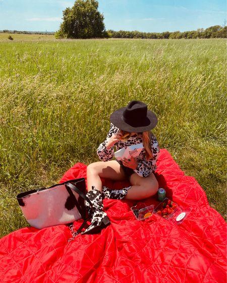Where do cows like to hangout? Perfect Sunday for a picnic http://liketk.it/2Q9we #liketkit #LTKshoecrush #LTKspring #LTKstyletip @liketoknow.it