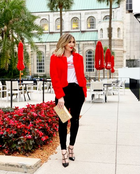 Valentine's Day is in 1 week ❤️💋 I'm sharing this look and my gift guide on the blog. This faux fur jacket is so soft and comes in more colors. And loving my lips graphic tee!!  http://liketk.it/2zNfQ #liketkit @liketoknow.it