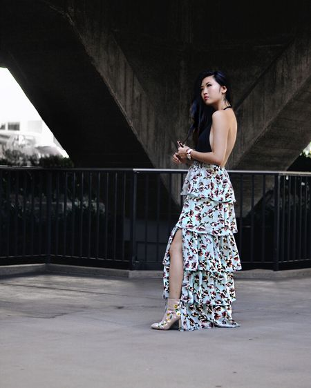 All about this ruffle-tiered maxi skirt by @boohoo🌺 So easy to dress it up or down. Go ahead and make this look yours👉🏻 http://liketk.it/2roK1 #liketkit @liketoknow.it