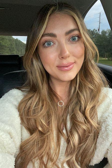 Makeup details: Base color: honey glow Concealer: vanilla Powder: 2 Bronzer: 2 Highlight: original  Blush: Rose riot Eyes: amber neutrals Liner: sugar glass Lipstick: catfight Gloss: spring fling