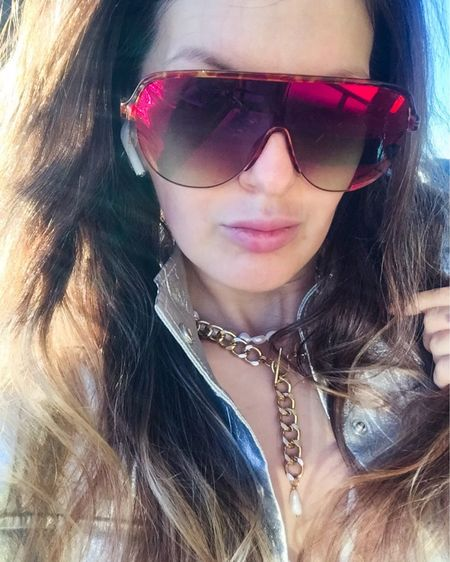 Gold chain choker 💛 You can instantly shop all of my looks by following me on the LIKEtoKNOW.it shopping app http://liketk.it/3eRf5 #liketkit @liketoknow.it #LTKfit #LTKstyletip @liketoknow.it.europe #gold #choker #trend #jewerly