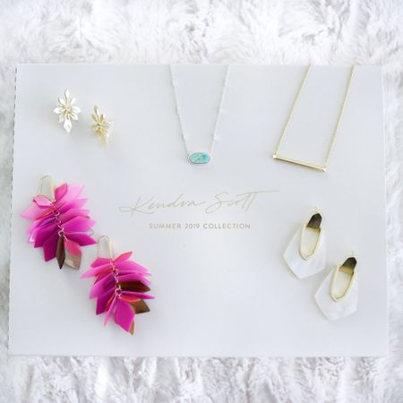 Let's be real here... I really dislike Luke P. 🤪But you know what I do like? @KendraScott's beautiful summer collection! 💕 Gotta love those pops of pink and mint for the season! 🌴 . . . You can instantly shop my looks by following me on the LIKEtoKNOW.it app (username: TheChambrayBunny), clicking the link in my profile, or by going to the following link:  http://liketk.it/2CutS #liketkit @liketoknow.it #LTKstyletip #LTKunder100 #LTKunder50 #fashiondiaries#whatiwore#inspiration#inspo#stylediaries #stylecollective#stylegram #mindtheminimal#blogger_de #fashionblogger_de#flashesofdelight #prettylittlethings#ootd#theblogissue #midwestbloggers#mylook#ootdmagazine #whatimwearing#jewelry#ksstylestory#kendrascott #milwaukeeblogger#jewelrydesign #jewelrytrends#poshfinds