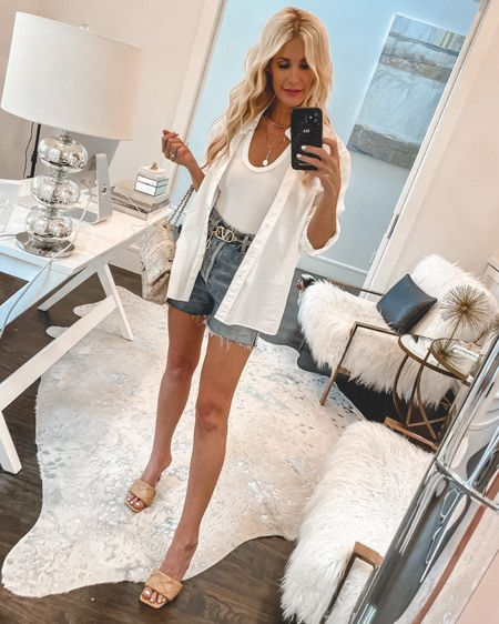 New post + YOUTUBE video sharing an amazing 12 PIECE SUMMER CAPSULE WARDROBE! All of these affordable pieces can be mixed and matched to create tons of chic summer looks!  #linkinbio   @liketoknow.it #liketkit http://liketk.it/3h5ax #LTKunder100 #LTKunder50 #LTKstyletip Shop my daily looks by following me on the LIKEtoKNOW.it shopping app