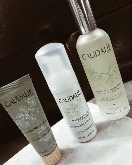 Thank you @caudalie for gifting me your Beauty Elixir Power Glow Essentials. It's the perfect trio for pore-tightening, revealing radiant  fresh and dewy skin! Ingredients include grape extracts which provides protective antioxidants  and increase radiance, mint and balm mint essential oil  and rosemary and astringent Mint for toning the skin.   Also giving back to the planet  the eco/designed set was made with recycled plastic & paper!! @mycaudalie http://liketk.it/2HBRu #liketkit @liketoknow.it  #octolyfamily #octoly