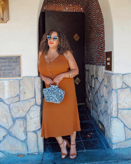 On repeat on the weekend: Comfy Dresses A midi length always works. Right? 😉💁🏾♀️ I feel like you can wear this to all kinds of summer activities. Especially in this rusty brown kind of copper tone!   This midi ribbed dress is from @bananarepublicfactory I'm wearing a large. The purse is from there too! Both are linked in my LIKEtoKNOW.it- go to the link in Bio! #liketkit http://liketk.it/3jnTn @liketoknow.it  ——————————————————————————— 🇩🇴 Repetir el fin de semana: vestidos cómodos Un largo midi siempre funciona. ¿Verdad verdad? 😉💁🏾♀️ Siento que puedes usar esto para todo tipo de actividades de verano. ¡Especialmente en este tono de marrón oxidado!  Este vestido midi de canalé es de @bananarepublicfactory y llevo una talla grande. ¡El bolso también es de allí! Ambos están vinculados en mi LIKEtoKNOW.it: ¡vaya al enlace en Bio!