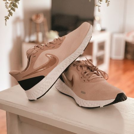 http://liketk.it/3d38j #liketkit @liketoknow.it Loving my new rose gold Nike shoes 😍🥰💕  Am I the only one who feels more motivated to workout when I have something cute to wear? Lol #LTKunder100 #LTKshoecrush #LTKitbag