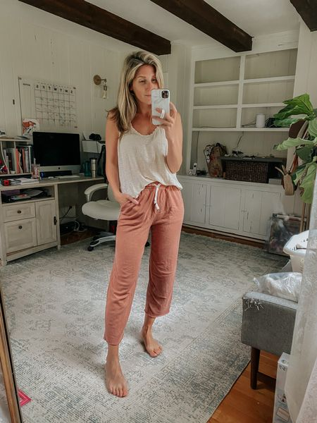 Love the high waist and cropped look on these comfy sweatpants - tts!