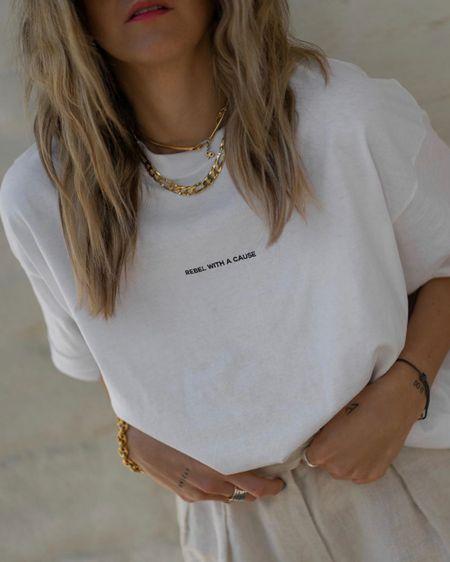 http://liketk.it/2QdGb #liketkit @liketoknow.it Casual Look, Oversize Look, White Basic Tshirt, Basics, Essentials