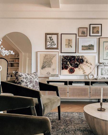 Living room home decor    http://liketk.it/3g6Sy #liketkit @liketoknow.it #LTKhome @liketoknow.it.home