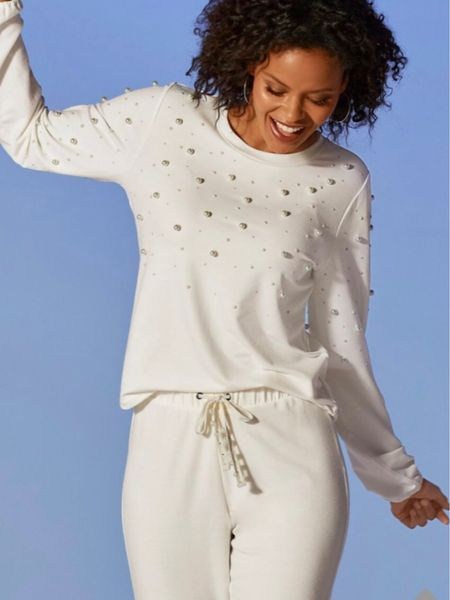 Pure White is a lovely fall trend… head to toe you will look chic and sophisticated #totalwhite #falltrend   #LTKstyletip #LTKunder100 #LTKSeasonal