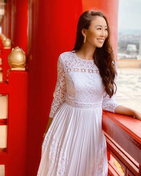 White long sleeve dress! #LTKwedding #LTKspring http://liketk.it/2MMVb #liketkit @liketoknow.it