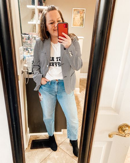 Dressing up jeans for spring   Shop my daily looks by following me on the LIKEtoKNOW.it shopping app @liketoknow.it http://liketk.it/3dAE0 #liketkit #LTKcurves #LTKstyletip #LTKunder50