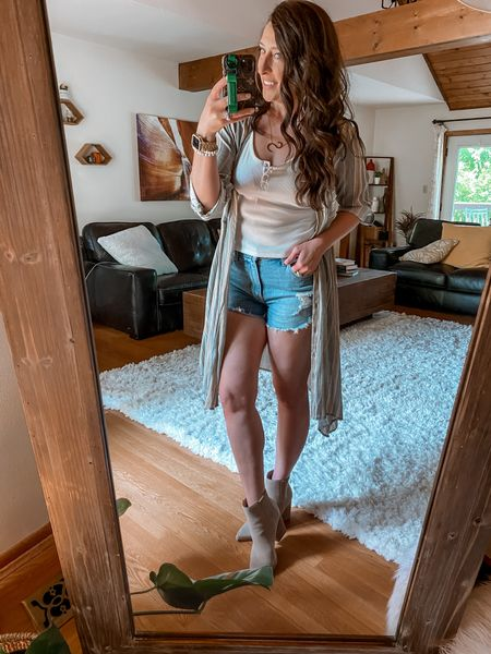 👜 Shorts and Booties...Here for it 👍🏻or Hard Pass 👎🏻 . I've been hesitant getting on board with this trend, but gotta say now, I love it!!  Another popular trend I just tried...the @abercrombie Curve Love shorts...they are living up to all the hype!!  Be sure to size up in the Mom Short style, FYI.  Plus on sale...only $35! Hurry, sizes selling out fast!👠  * * Want to share your fave Affordable Fashion Finds and get a good B00ST? Follow the host below and send a DM to add you: @mommylexiloves   * *  You can shop the rest of my looks one of these easy ways!  1️⃣ Click the link in my Profile 2️⃣ DM me for any links 💕 3️⃣ Screenshot a look for the @liketoknow.it app 4️⃣ Follow me @stephstyle101 on the FREE @liketoknow.it app to get all the shopping details of this outfit and all my other outfits.    #Aff0rdAb13fashi1onF1ndSw3éKTw3ntyF1v3 * * * * *  #thursdayfeeling #stripedkimono #summertrends #summerinspo #summeroutfits #summerdresses👗 #summeroutfitideas #sharewhatyouwear #wearwhatyoulove #mystylediary #dailyoutfitinspo #shopyourwardrobe #styleithappy #fashionover30 #momstyle #over40style #styleover30 #over40fashion #summeroutfitinspo #throbackmomhood #itsavibe #fashiontips #denimshorts #bootiesandshorts #stylingideas   #LTKstyletip #LTKcurves #LTKsalealert