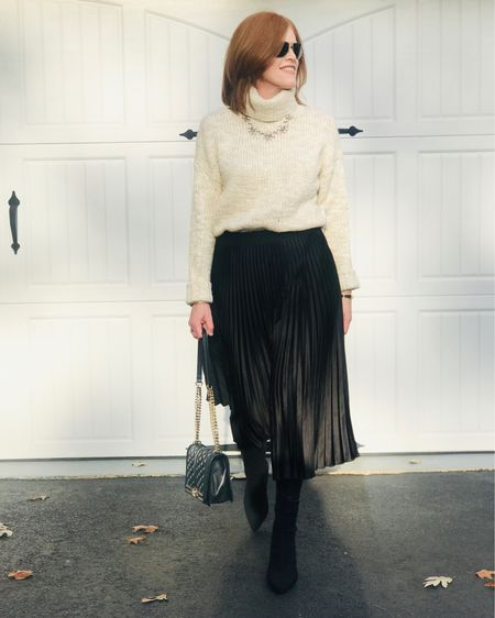 Living in my turtleneck lately 😜 Styling it with a pleated skirt is one of my favorite combo.  See how to style a turtleneck the French chic way 🔛 the blog {link in bio}. Happy Hump Day lovelies! 💋 You can instantly shop my looks by following me on the LIKEtoKNOW.it shopping app @liketoknow.it #liketkit http://liketk.it/2H9Qx