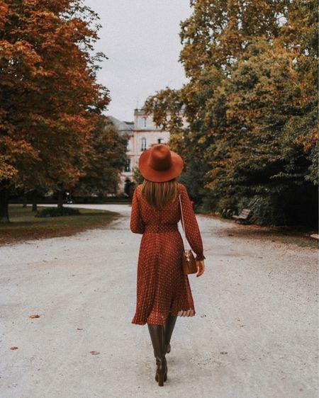{ Walking into October like 💃🏻🍁🎃🍂  J'ai totalement flashé sur cette robe dès que je l'ai vue : c'est vraiment la robe d'automne par excellence 🍂🌰 (je vous remets son lien en Stories) Le terracotta est au top de mes couleurs préférées à cette saison : même en touche, ça réchauffe tellement une tenue je trouve 🧡 Et vous, quelles sont vos couleurs préférées en ce moment ?  #october🍁 #sezane #sezaneaddict #falloutfit #aseasonalshift #frenchstyle }  http://liketk.it/2ZYcP #liketkit @liketoknow.it