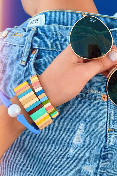 Today's beachy  accessories! Size up one size in the jean shorts 🐚💫