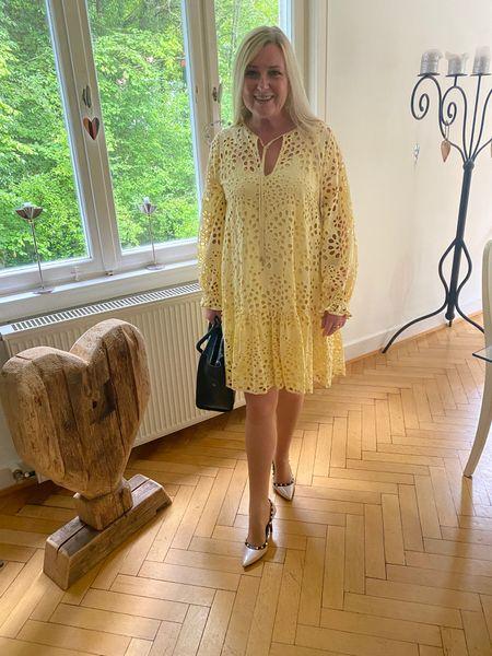 Mit diesem Kleid von @ hallhuber habe ich Lust auf kühle Abende und Herbstwetter! Ich werde dieses sonnige Gold mit Stiefeln herbsttauglich machen!   #LTKstyletip #LTKSeasonal