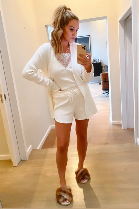 Got halfway dressed, put on a face of makeup, filmed a tutorial, and took a selfie...all before 9am! 🙌🏻 http://liketk.it/38dtr #liketkit @liketoknow.it