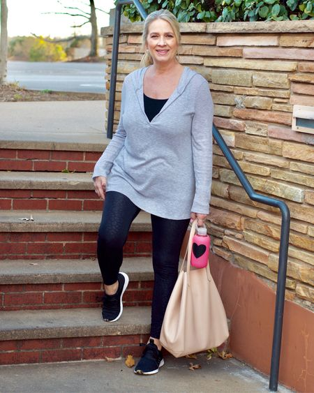 Two things I can tell you for sure 👍🏼😉 the sunshine ☀️ today was fabulous 👌🏼 and these compression leggings are the 💣 I don't know what took me so long to jump on the athleisure train 🚊💕😉 you can shop my look when you like this pic and catch the full 👀 on the blog tomorrow  http://liketk.it/2uNrv #liketkit @liketoknow.it