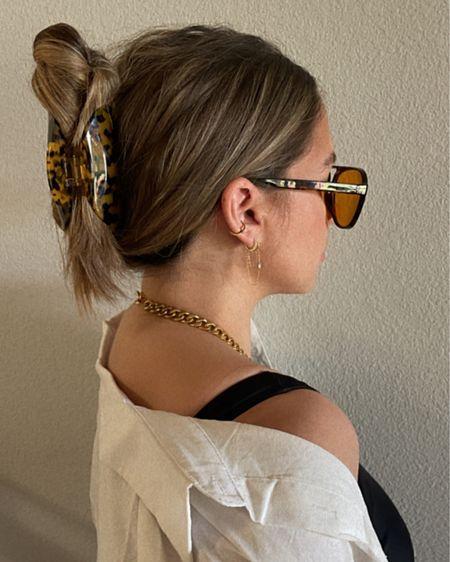 Chain drop earrings and hair clip 🖤 http://liketk.it/3j1gx #liketkit @liketoknow.it