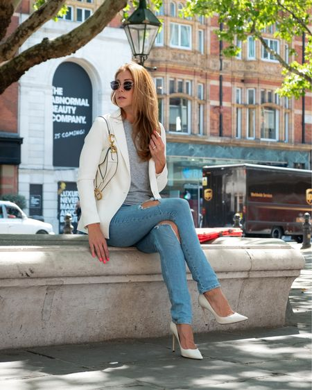 Casual white blazer for a city chic look #LTKeurope #LTKunder50 #LTKunder100 @liketoknow.it  #liketkit http://liketk.it/2EwqD