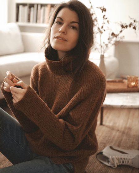 Staying cozy in the softest sweater from Madewell. ✨  ad Madewell now offers Afterpay, which breaks up your purchase into 4 interest-free installments -- an option for holiday shopping or an investment piece you've been eyeing. @madewell @afterpayusa  #everydaymadewell http://liketk.it/2I9hE #liketkit @liketoknow.it