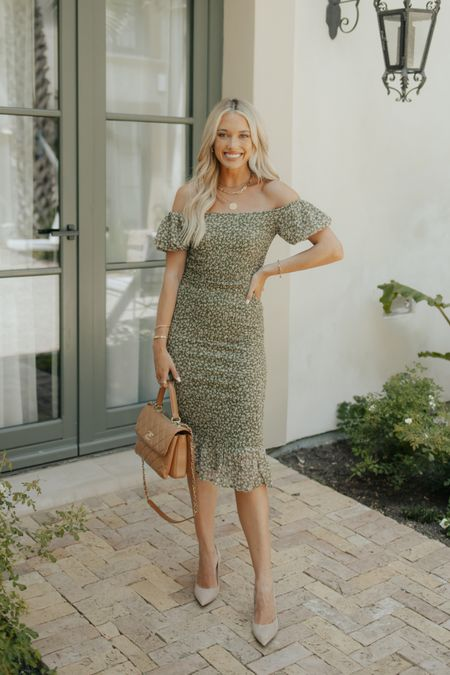 Hey guys, @champagneandchanel here again! I thought this was a wedding guest dress that works for both summer & fall! If in between sizes, size up!