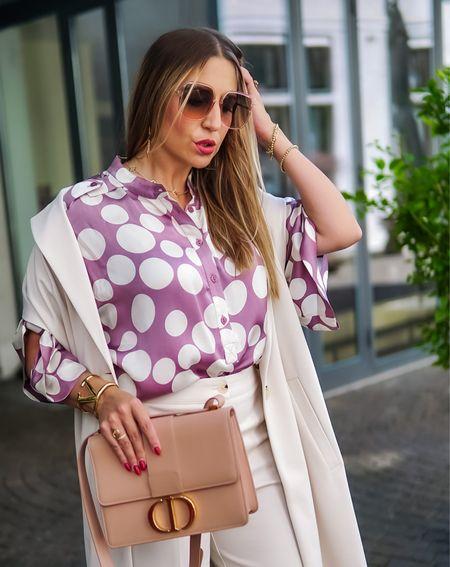 On Point 🟣⚪️   Werbung  Die charmanten Tupfen kehren jedes Jahr zurück, hier mit der Trend Farbe Lavender 🟣⚪️ Absolut auf den Punkt gebracht ✔️✔️ @summumwomen      #ootd #allwhite #chiclook #purple #polkadots #culotte #longvest #lavender #layering #summumwomen #fashioninspo #fallstyle #autumnlook #styleinspo #mules #diormantaigne #diorbag