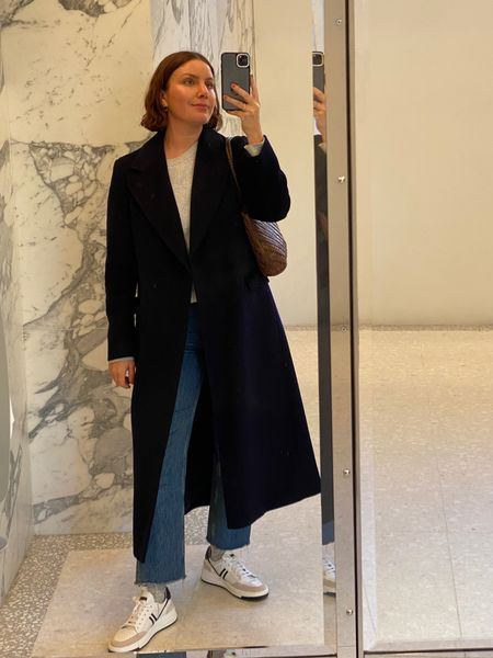 In love with my new pieces from Jigsaw - this navy coat and trainers are perfect for autumn