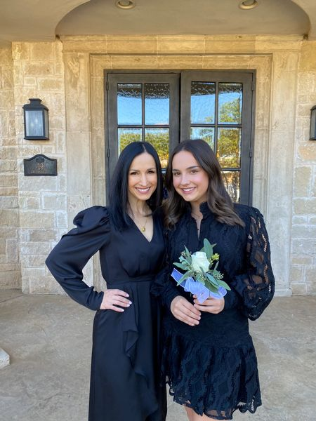 Theta Presentation💛💛Loved visiting the @texastechtheta lodge this weekend and having @marisa.overturf show us around! Can't go wrong with little black dresses for an event like this!   #parentsweekend #momlife #texastechtheta #theta #lbd