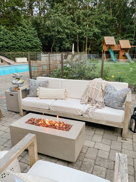 The perfect cozy setup for outdoor movies and s'mores 😍 @walmart #ad #walmarthome These neutral tones and textures are perfect for fall!