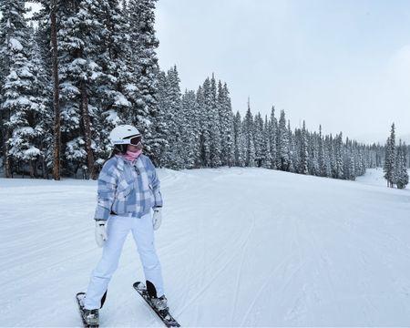http://liketk.it/385pv #liketkit @liketoknow.it  linked my favorite ski gear! Mittens are a must 😍
