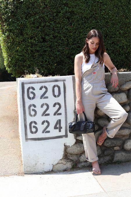 Summer Street-Style. 🦩  + LTK Shop:  http://liketk.it/3jAMf #liketkit @liketoknow.it   + Olive & June #oliveyourmani #oliveandjune #oliveandjunepartner