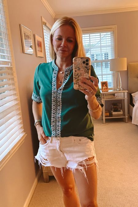 Go Buck's. Green Boho top, distressed jeans shorts and a bunch of team spirit to watch Milwaukee play Phoenix. #LTKunder50 http://liketk.it/3jLad @liketoknow.it #liketkit Shop my daily looks by following me on the LIKEtoKNOW.it shopping app.