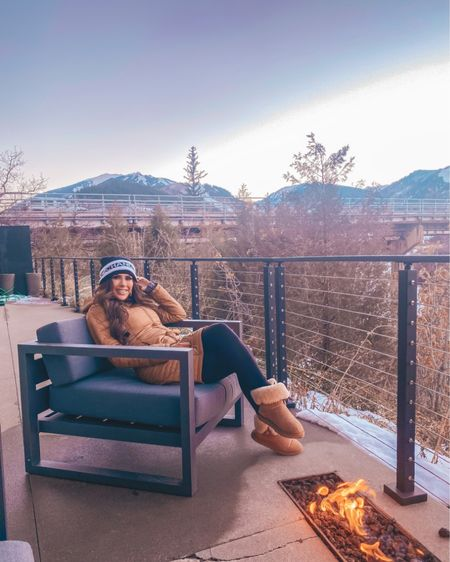 Fall Outfit, Hiking Outfit, Cold weather outfit, athleisure, fireside style, Emily Ann Gemma, leggings, Ugg boots, cozy outfit, puffer jacket, Emily Ann Gemma