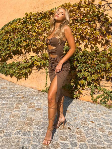 The perfect brown o ring dress 🥖🤎 #neutrals #brown #browndress #oringdress #sttropez #cutoutdress #mididress  #LTKunder50 #LTKunder100 #LTKtravel
