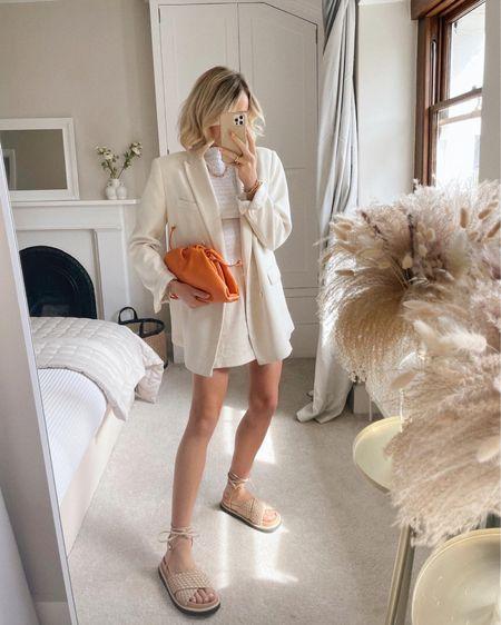Ways to wear linen shorts http://liketk.it/3iZbJ @liketoknow.it #liketkit #LTKstyletip #LTKshoecrush #LTKunder50 @liketoknow.it.europe @liketoknow.it.home Shop your screenshot of this pic with the LIKEtoKNOW.it shopping app
